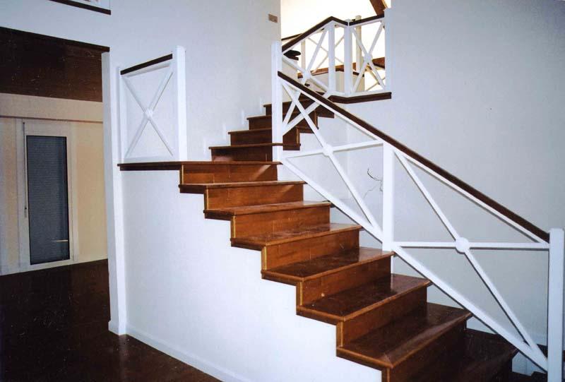 Im genes del interior de la casa canadiense espa a - Escaleras para interior de casa ...