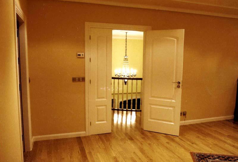 Puertas casa interior simple casa interior pasillo con for Puertas casa interior